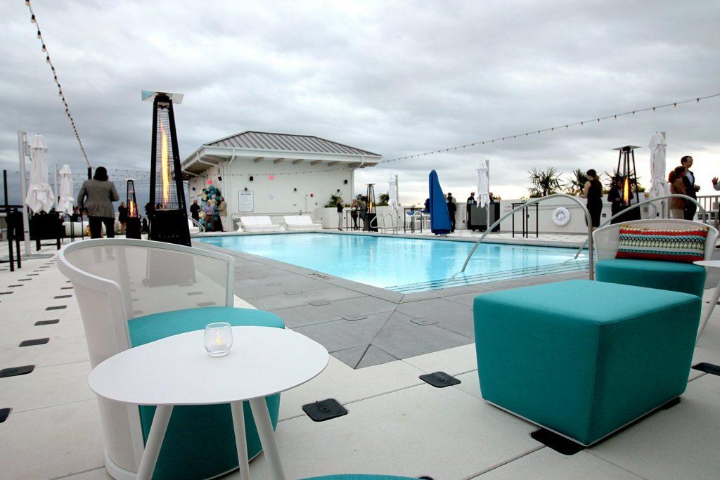 Ara Rooftop Pool & Lounge