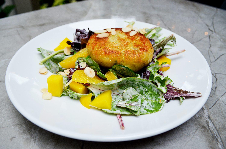 Jumbo lump crab cake salad